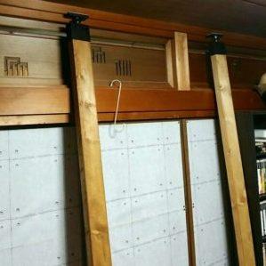 ラブリコを付けた木材で本棚の柱を作る