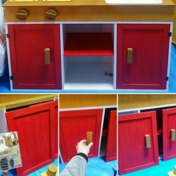 手作りままごとキッチンの扉と棚