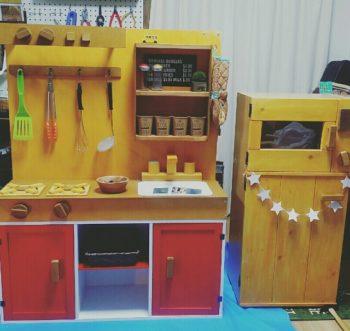 カラーボックスで作った手作りのままごとキッチン