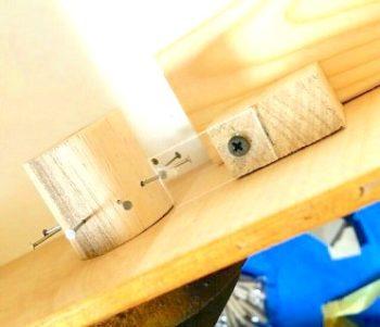 ままごとキッチンのコンロスイッチとプラスチック板の距離