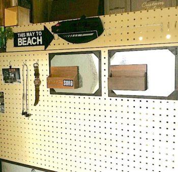 有孔ボードに貼った100均の木製レターボックス