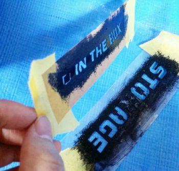 ボロボロになった紙のステンシルシート
