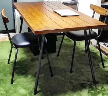 ACMEのダイニングテーブル