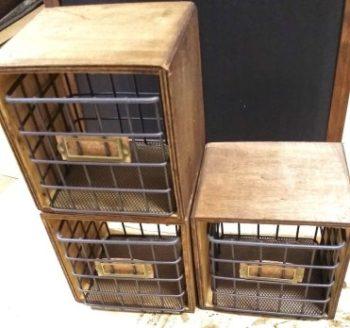 セリアの木箱にはめたワイヤーカゴ