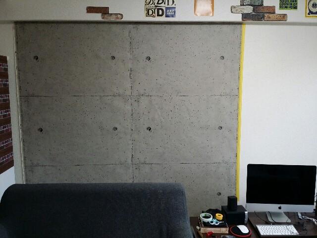 コンクリート壁紙でリメイクした壁