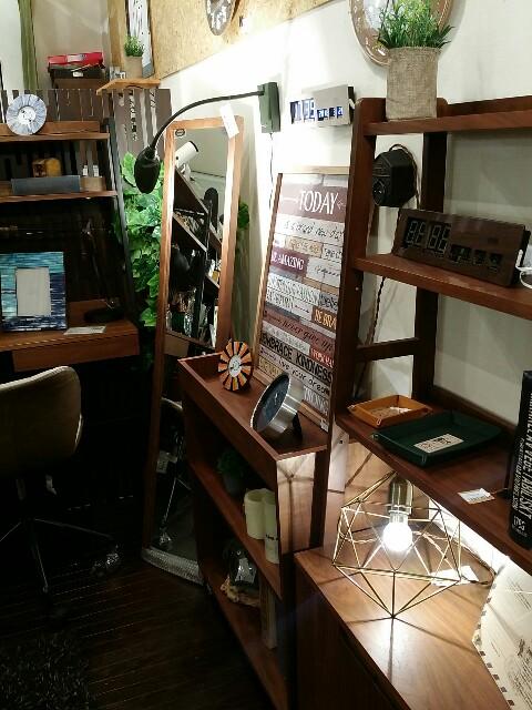 大阪天満橋駅の京阪シティーモール4階店内の家具