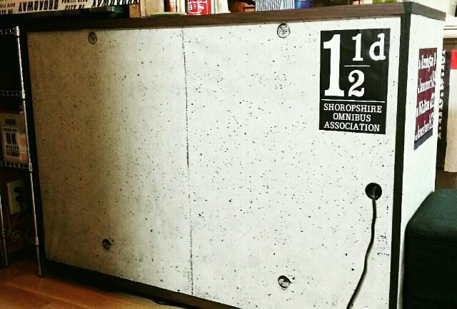 リメイクDIYで使ったコンクリート柄の壁紙