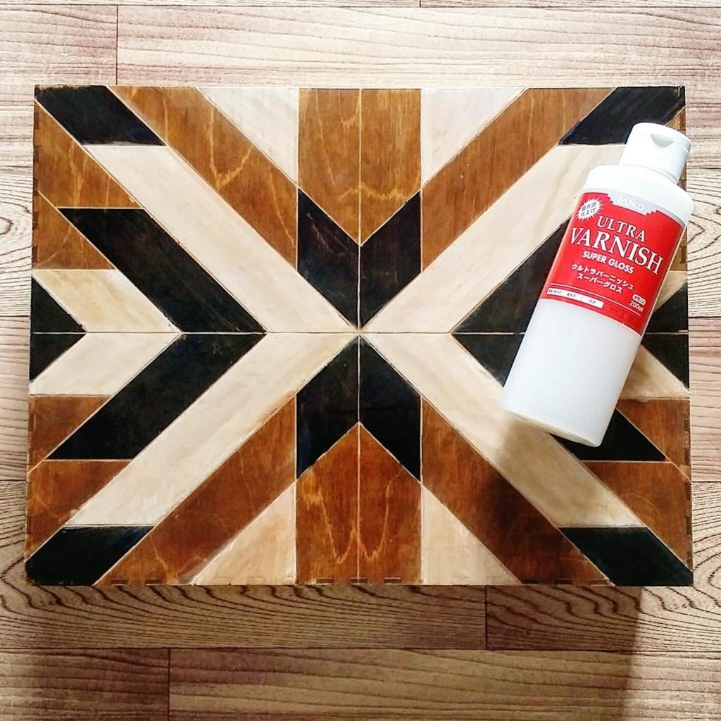 ペイント材の色移りを防ぐび防水ニスコーティング