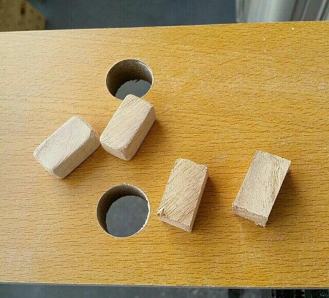紙やすりで木材を整える