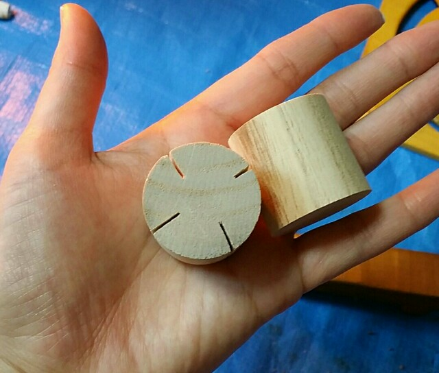 ダイソーの工作木材に切り込みwを入れる