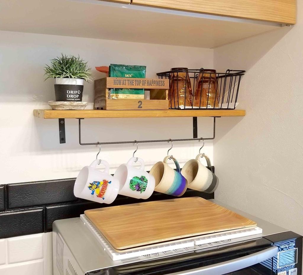 DIYしたキッチンの小物収納棚