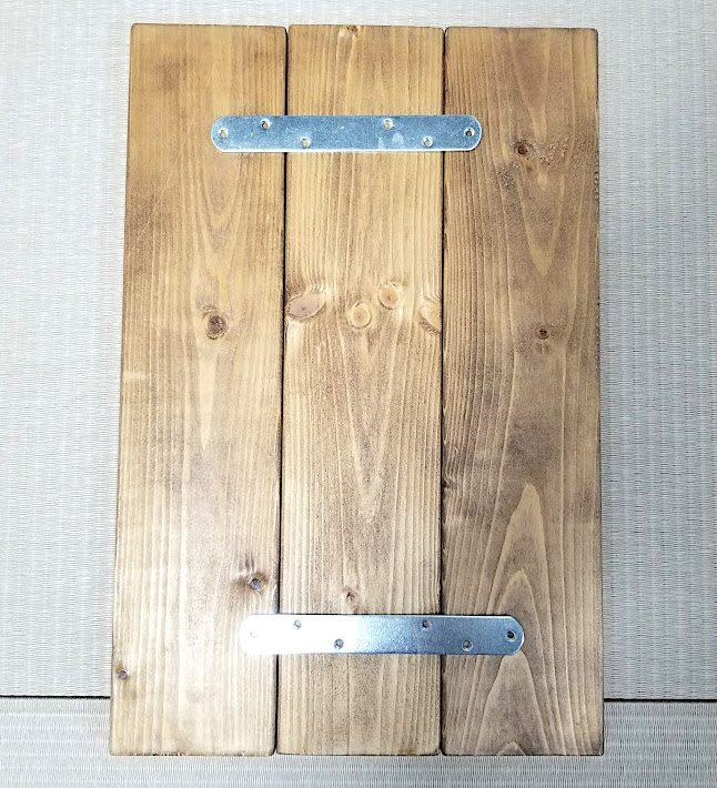連結金具で3枚の板を繋げる