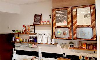 キッチンにDIYしたカフェみたいなおしゃれ収納棚
