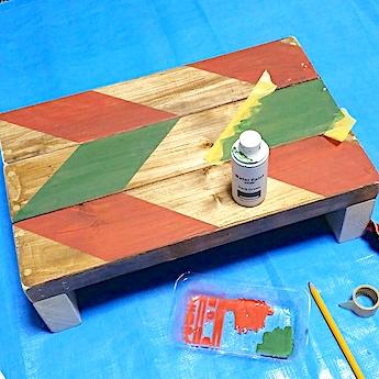 何度も塗り重ねて作ったヘリンボーン柄