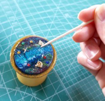 レジンで宇宙塗りをコーティングする方法