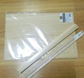100均のベニヤ板と角材
