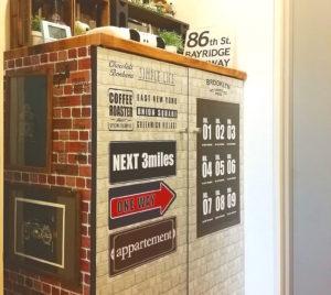 300円均一のバスロールサインステッカーを貼った賃貸の玄関のリメイクの完成形