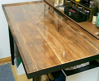 IKEAのテーブルに壁紙を貼って木目のカフェ風テーブルにリメイクした