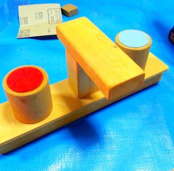 手作りしたままごとキッチンの木製蛇口と蛇口ハンドル
