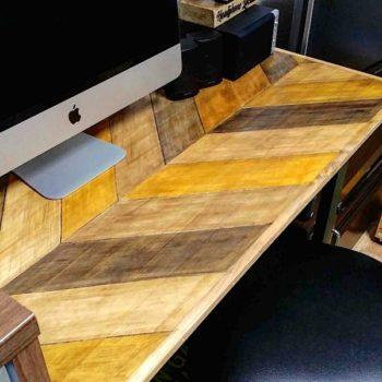 ペイントで作ったヘリンボーン柄のテーブル天板