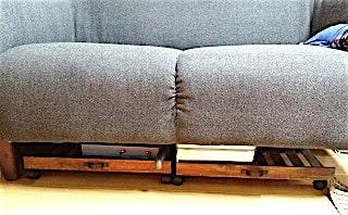 100均のすのこで作ったソファー下のキャスター収納