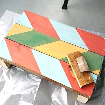 100均塗料で塗ったペイントを紙やすりで剥がす