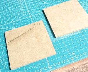 MDF材にカッティングボードの印を付ける